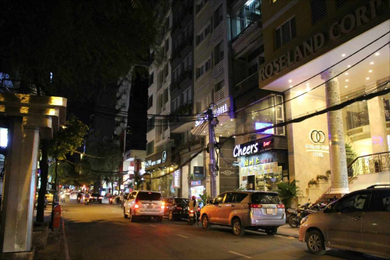 タイバンルン通りの夜の風景