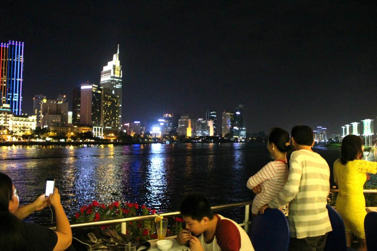 サイゴン号の夜景