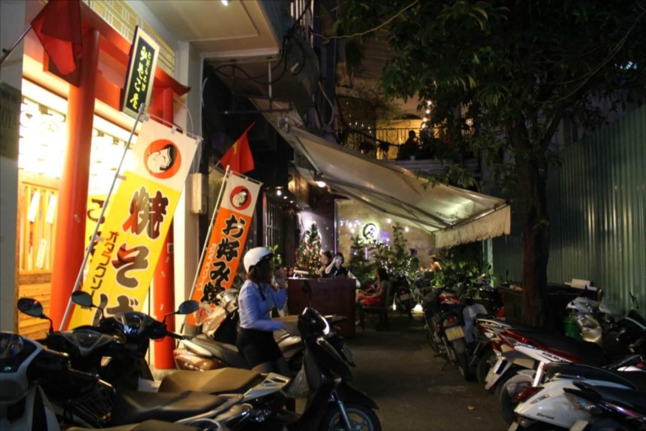 人気日本食店が並ぶ