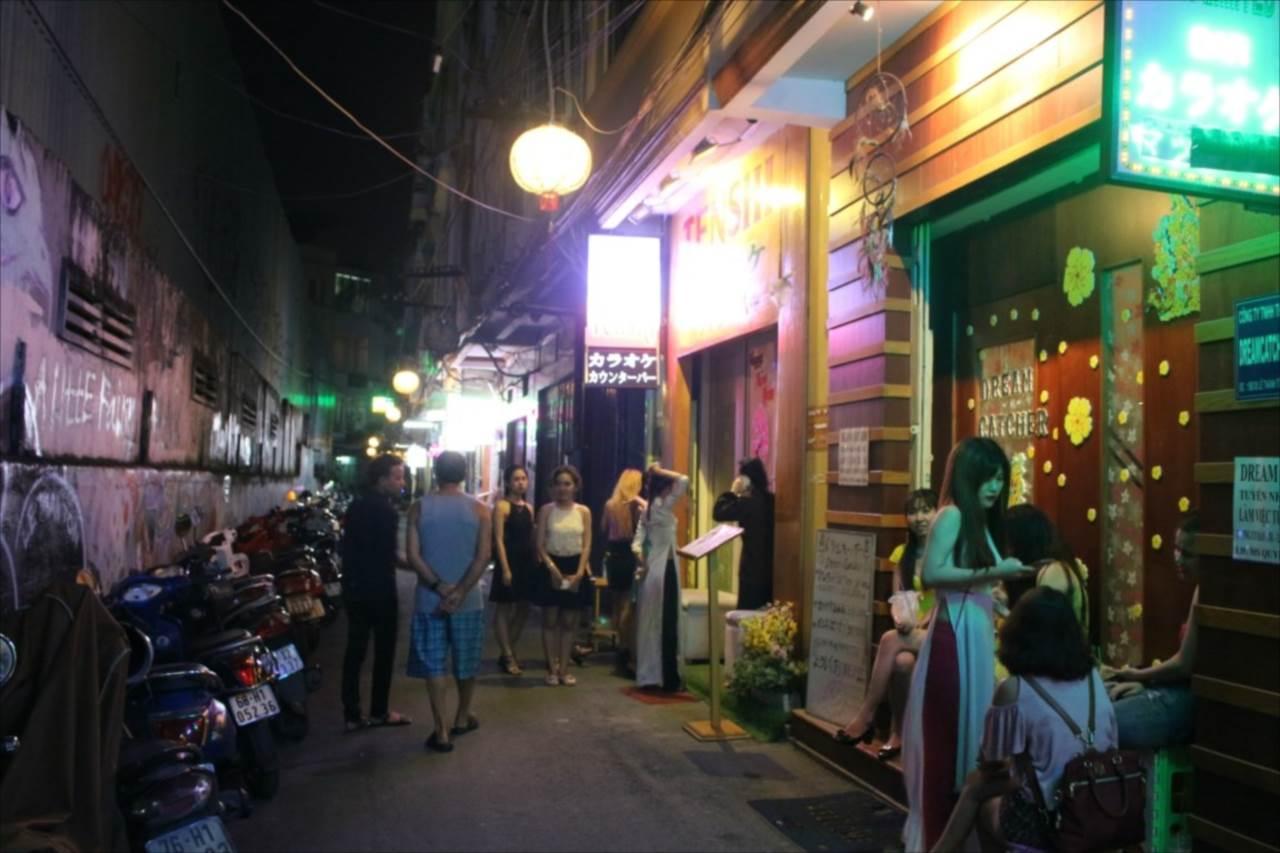 ホーチミン夜の繁華街の写真