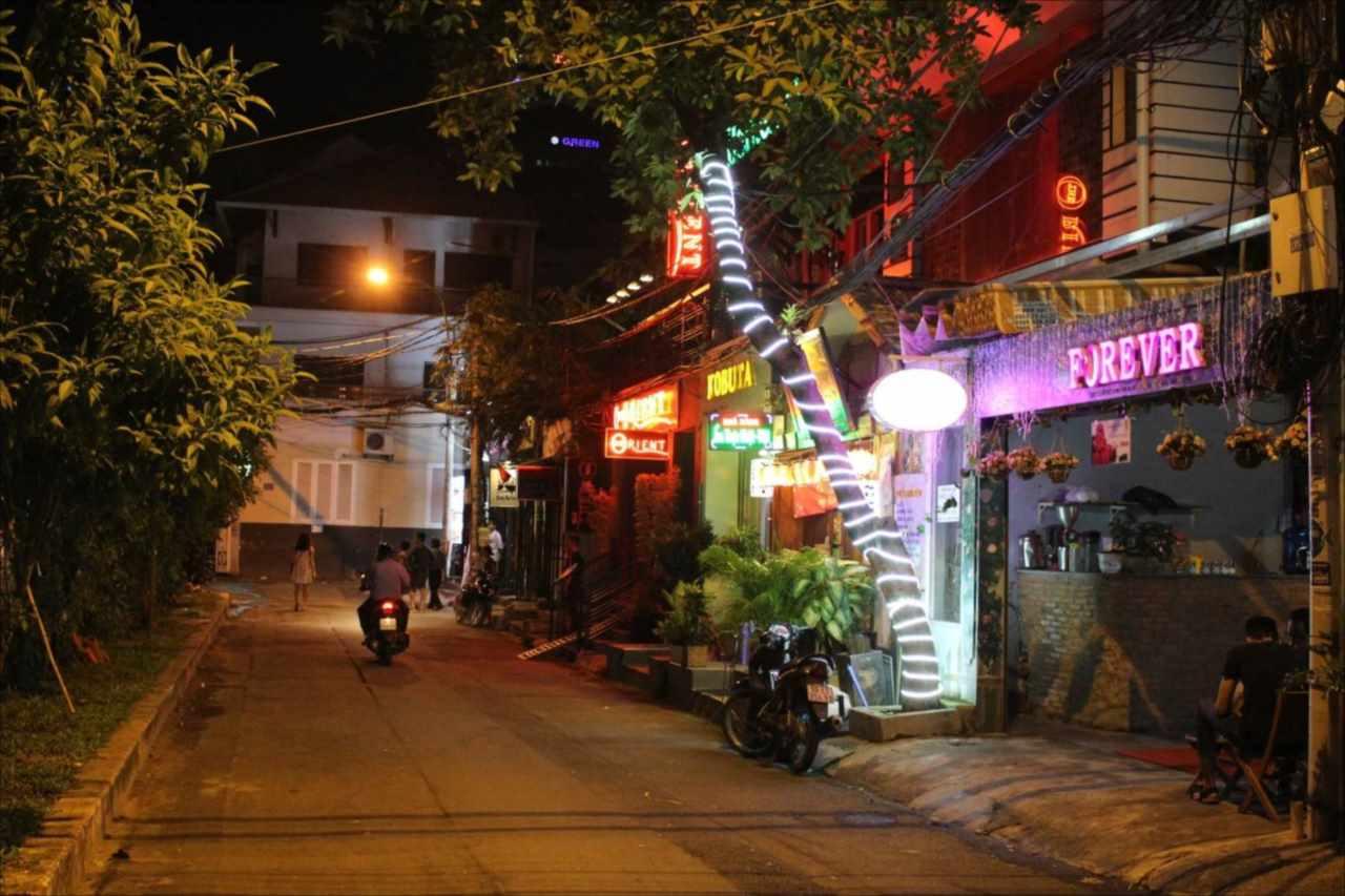 ゴーバンナム通りの夜の写真