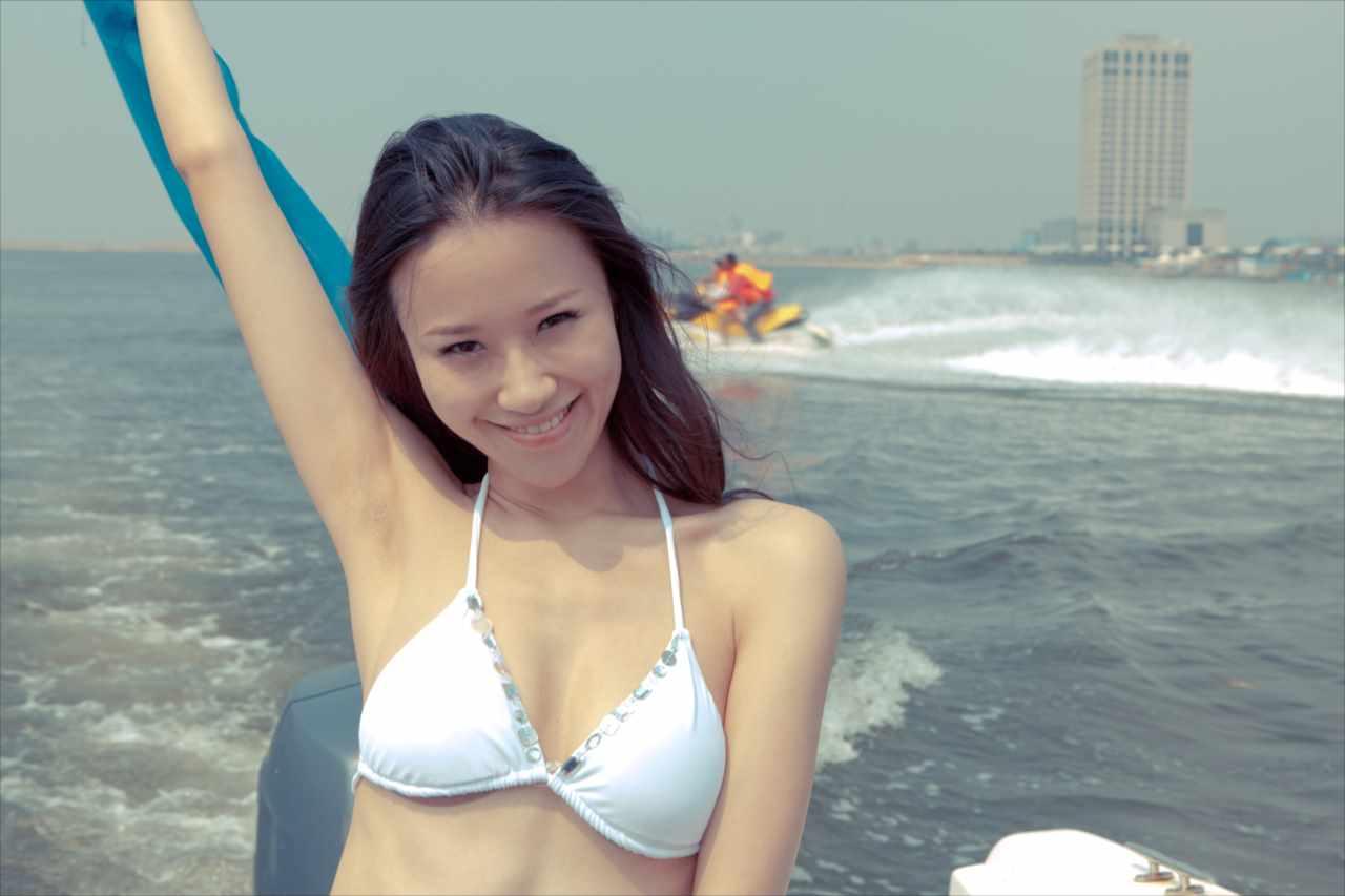 水着を着たアジア美女の写真