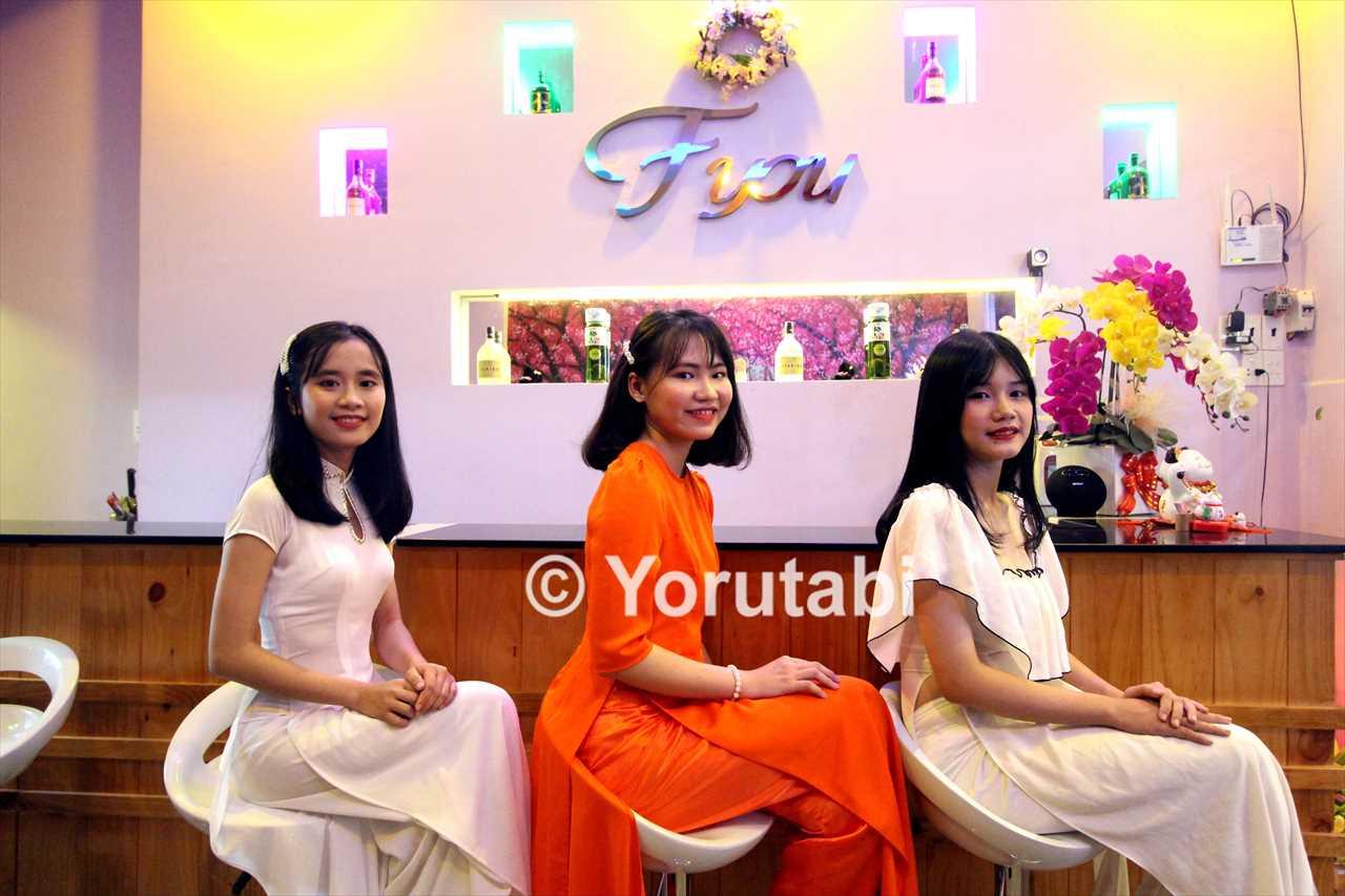 カラオケ店「エフユー」の女の子たち